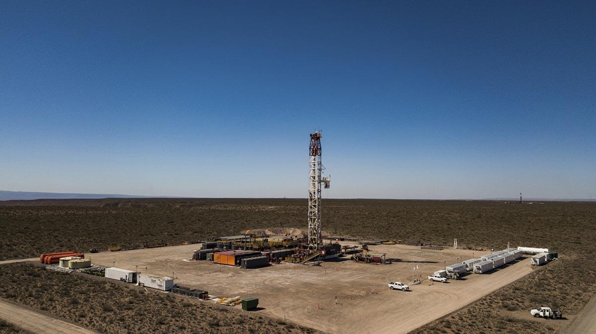 Torre de fracking en Vaca Muerta