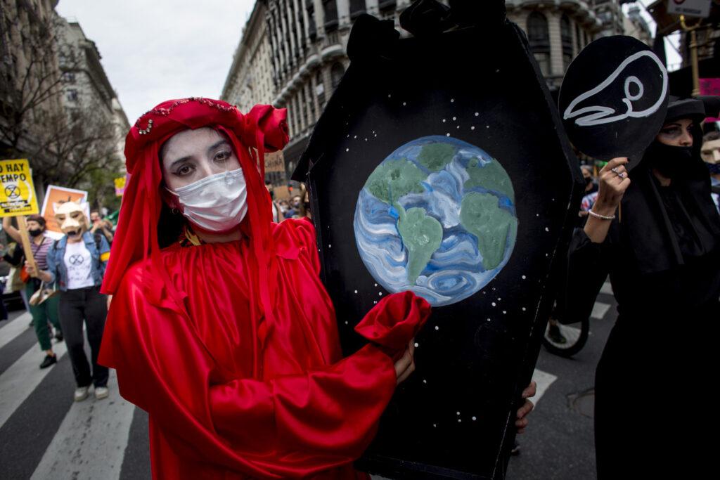CABA. 09/11/2020. Marcha a plaza de mayo de organizaciones sociales y ambientales en oposición al acuerdo porcino con China.