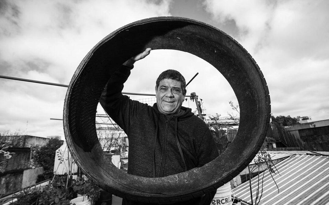 Se frenó el desalojo de la huerta colectiva de Carlos Briganti, el reciclador urbano