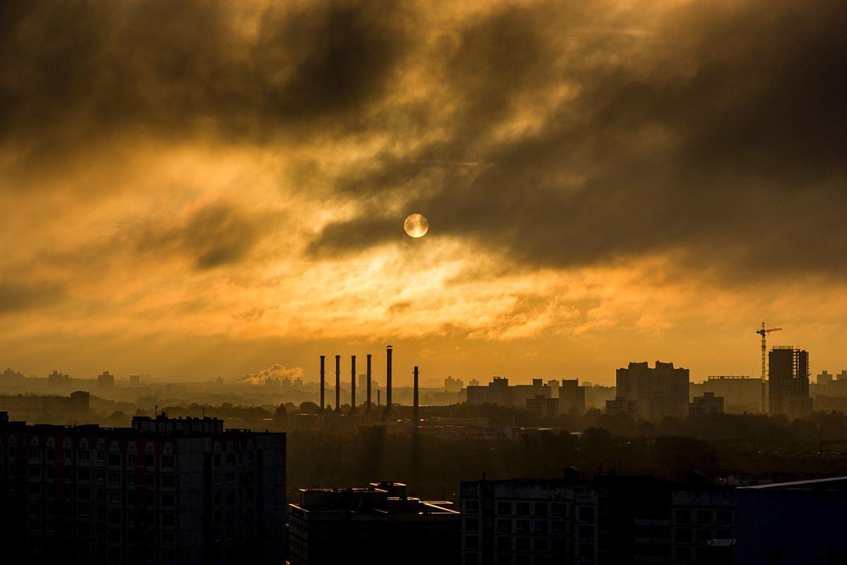 """Falsas soluciones: el """"cero neto"""" de emisiones y el engaño de los mercados de carbono"""