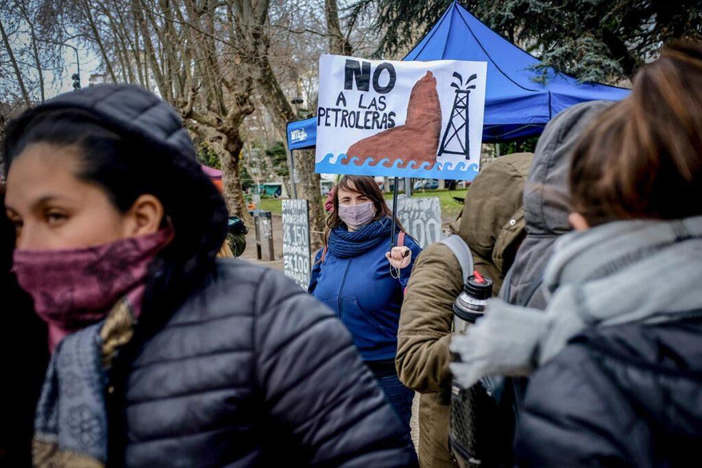 Protesta contra las petroleras en el mar Argentino