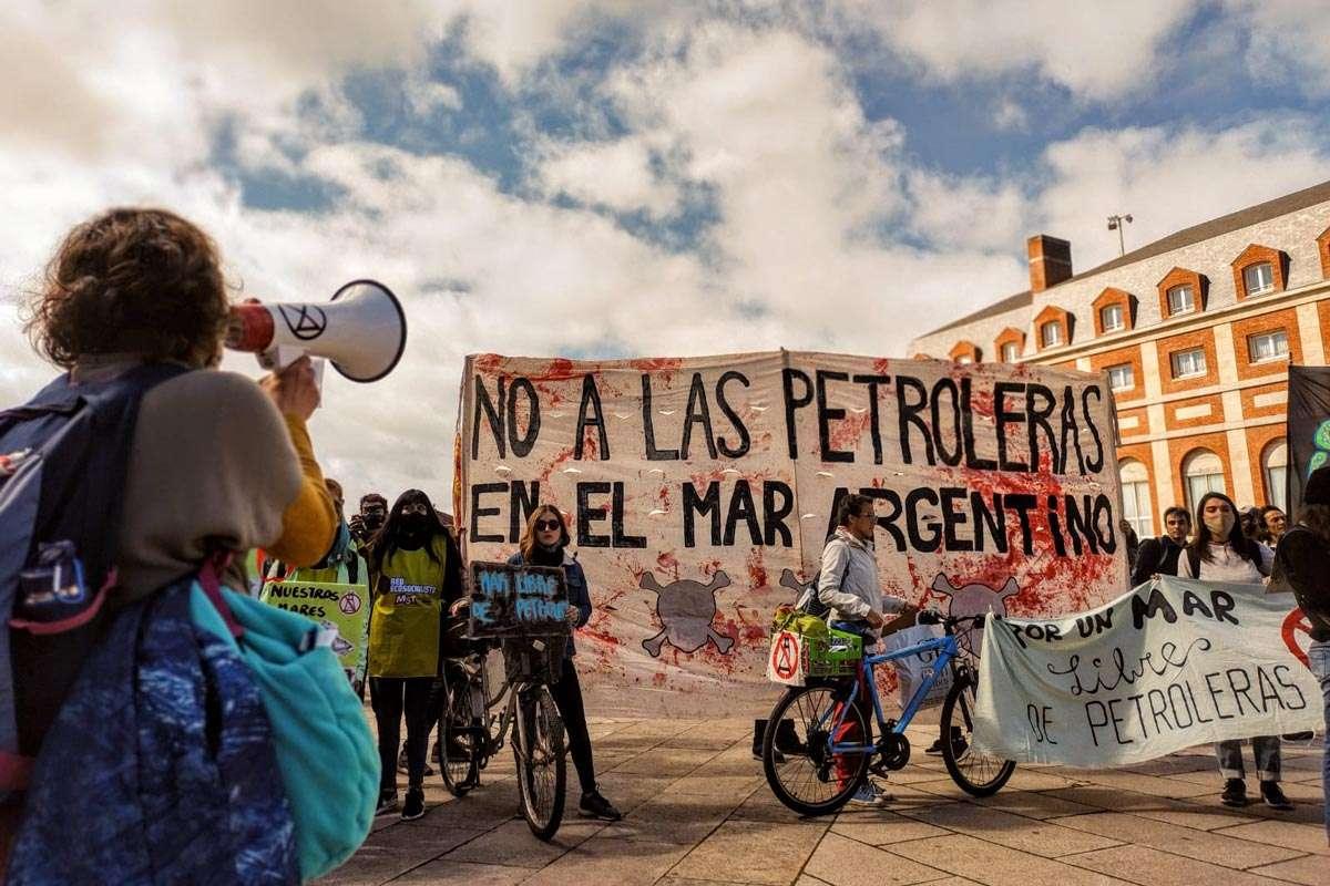 Protesta en Mar del Plata por las petroleras